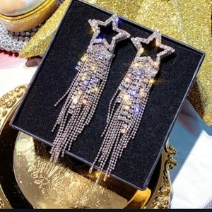 NWT Gorgeous Silver Shooting Star Dangle Earrings!